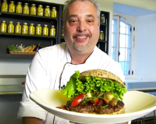 VIDEO: Quick and easy gourmet burgers