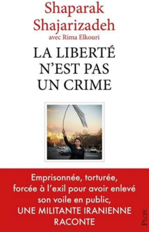 Book cover of La liberté n'est pas un crime. Image of Shajarizadeh in front of one of the busiest squares of Teheran, hoisting her hijab overhead on a stick.