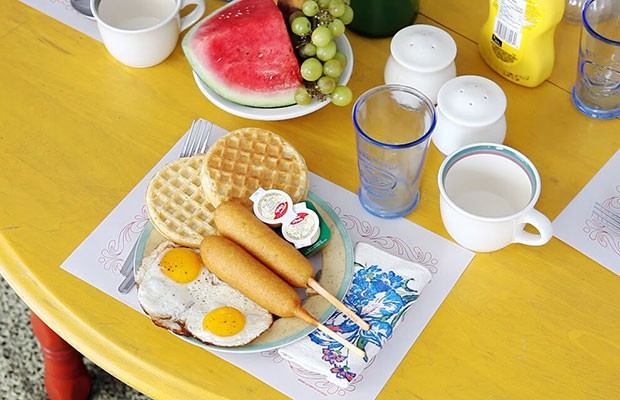 Stephen Shore's Diabetic Breakfast by artist CubeAndre