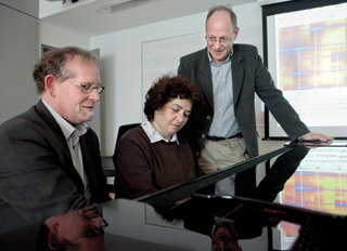 Can artistry be measured? From left, Music Professor Mark Corwin, doctoral candidate Anna Szpilberg and Psychology Professor Norman Segalowitz, on the screen behind them, a harmonic mapping of a Vladimir Horowitz performance. | Photo by Concordia University