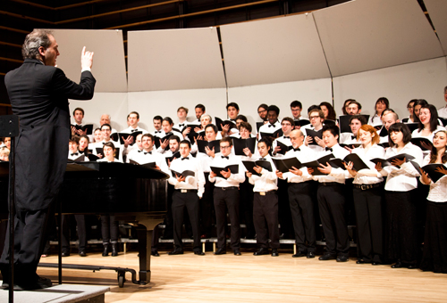 Conductor Jean-Sébastien Allaire leads the Concordia University Chorus in song. | Photo by Christie Vuong