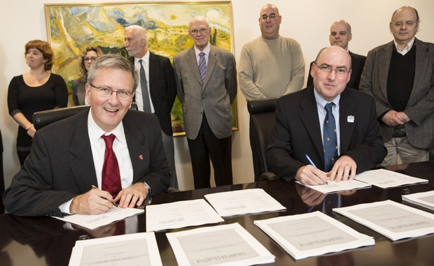 Signing of the CUUSS-TS collective agreement