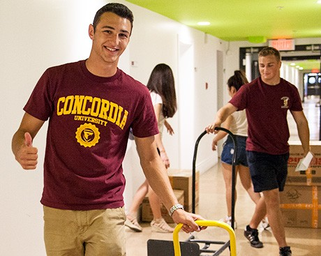 Stingers football team helps more than 700 students move in