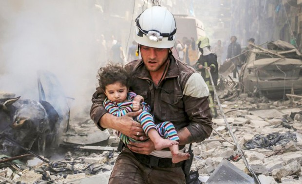 white-helmets-rubble-620