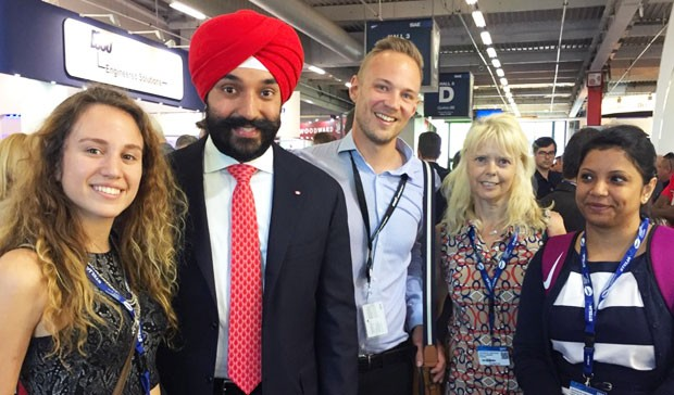 Students Maria José Grasso, Mitchell Lichocki and Tonny Tabassum met with the Honourable Navdeep Bains, Minister of Innovation, Science and Economic Development, during their trip.
