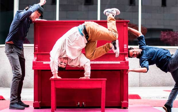 la-vitrine-ample-man-danze-piano-public-620