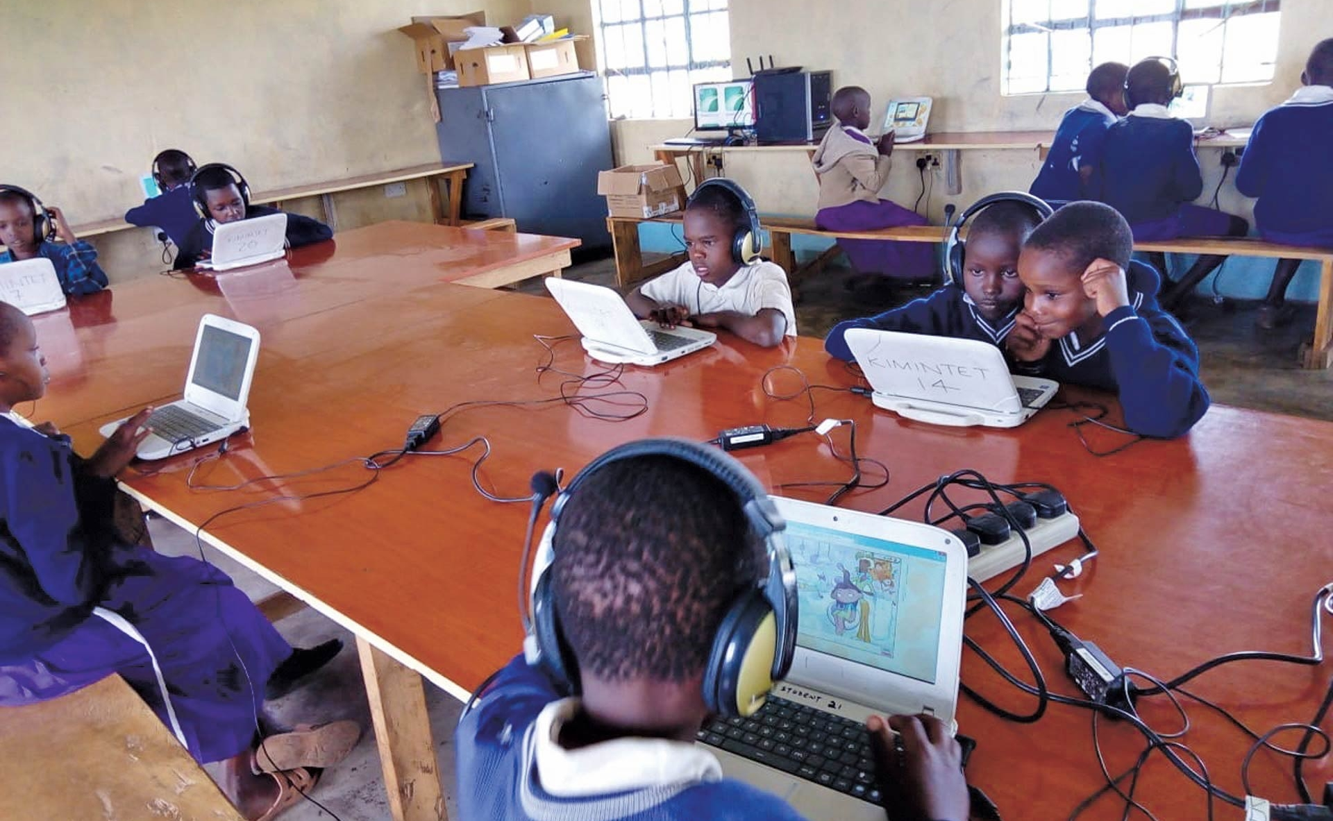africa-kids-and-laptops
