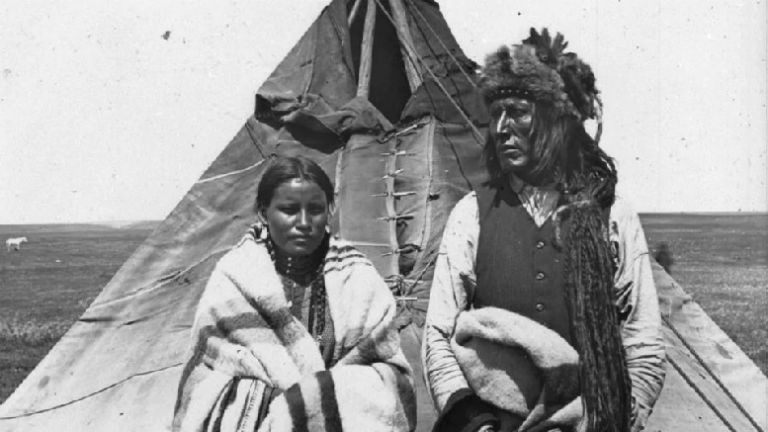 Chief Poundmaker (Pihtokahanapiwiyin in Cree) pictured with his wife circa 1884 (Library and Archives Canada).