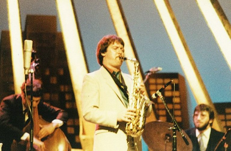 "In 1983, Dave Turner played the Jazz Festival with a sextet at the Théâtre St-Denis. ""The live recording became the first episode of CBC's Jazz Beat."""