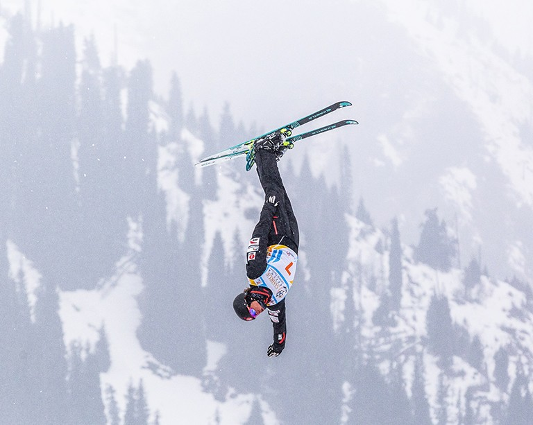 Freestyle skier and Concordian Marion Thénault soars closer to the Beijing Winter Olympics